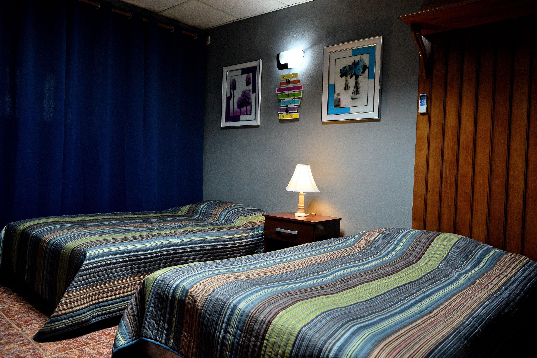 CAM004 – Room 1 Quadruple room with private bathroom