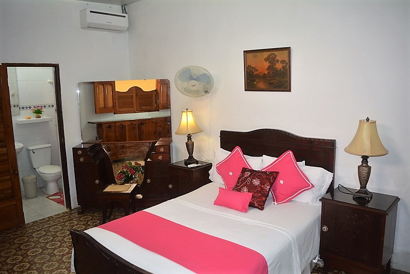 CIE003 – Room 3 Triple room with private bathroom