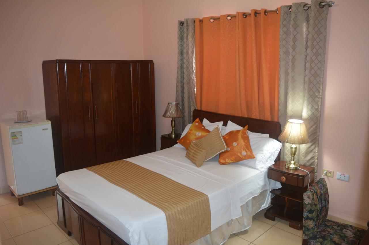 CIE003 – Room 4 Triple room with private bathroom