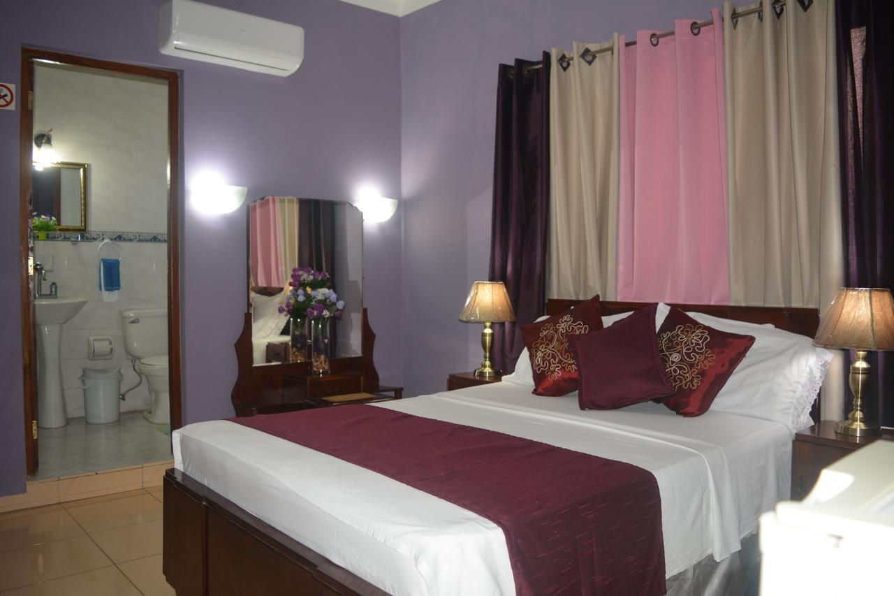CIE003 – Room 5 Triple room with private bathroom