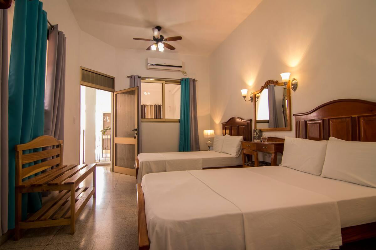 CIE004 – Room 2 Cuadruple room with private bathroom