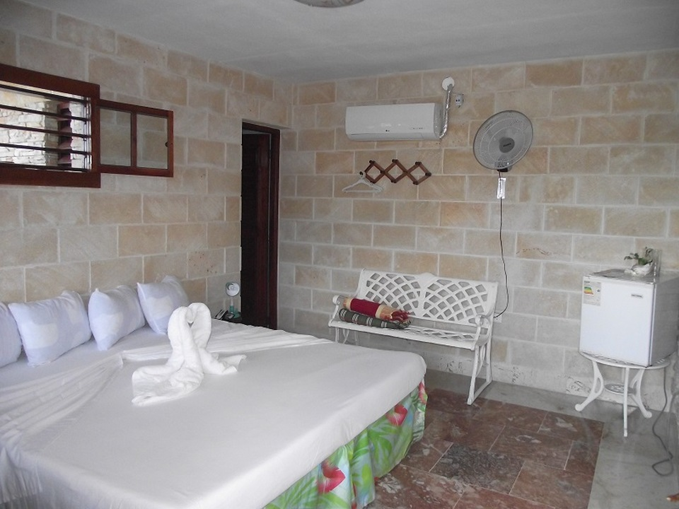 CIE104 – Room 1 Double room with private bathroom