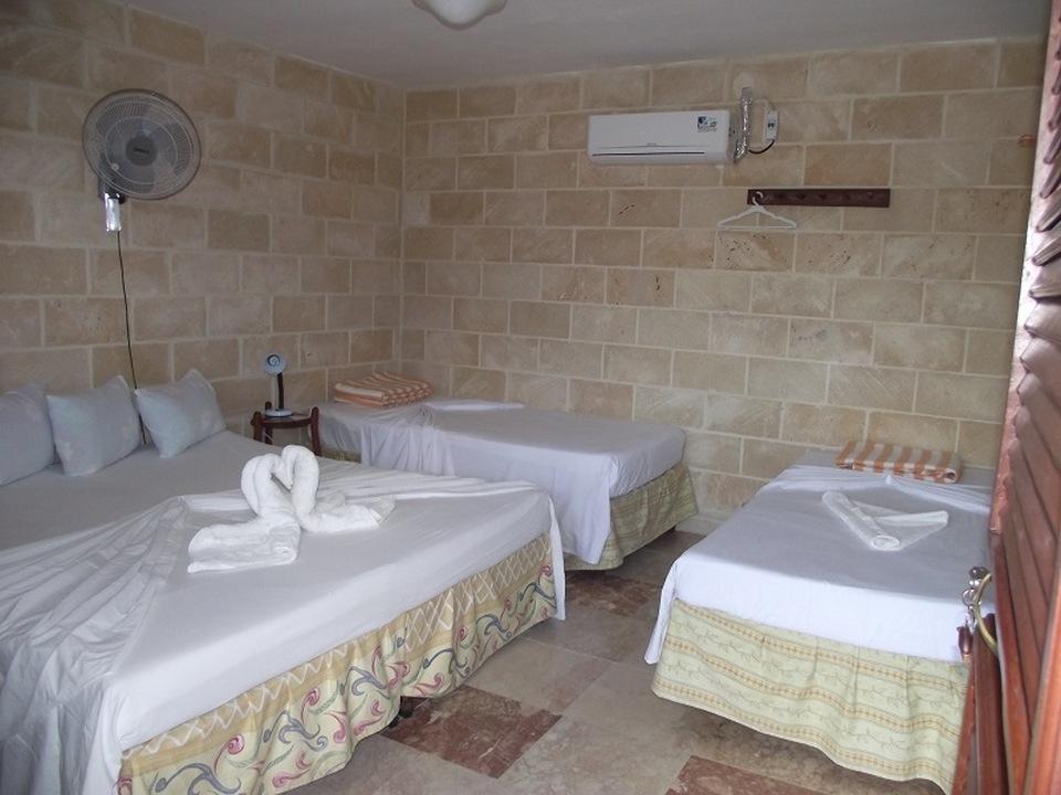 CIE104 – Room 2 Quadruple room with private bathroom