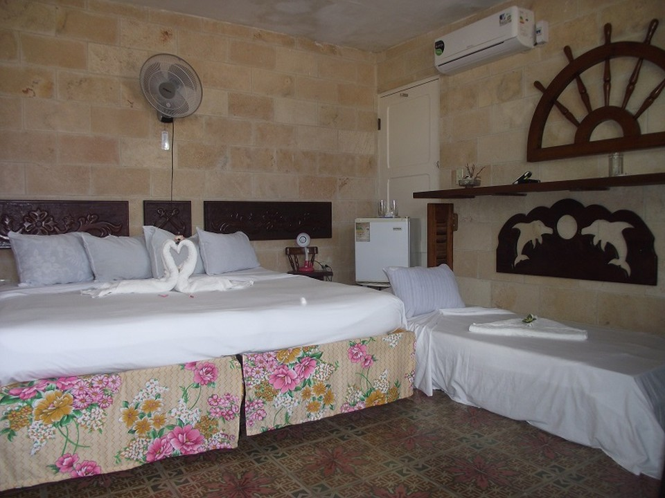 CIE104 – Room 3 Triple room with private bathroom
