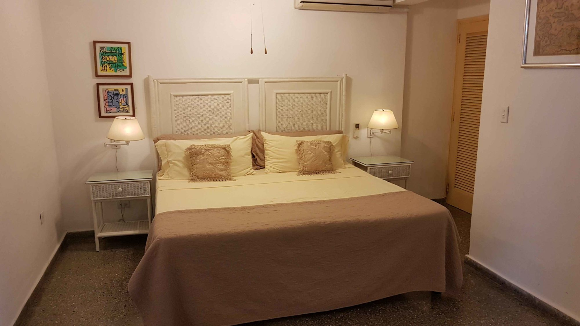 HAV406 – Room 1 Double room with private bathroom