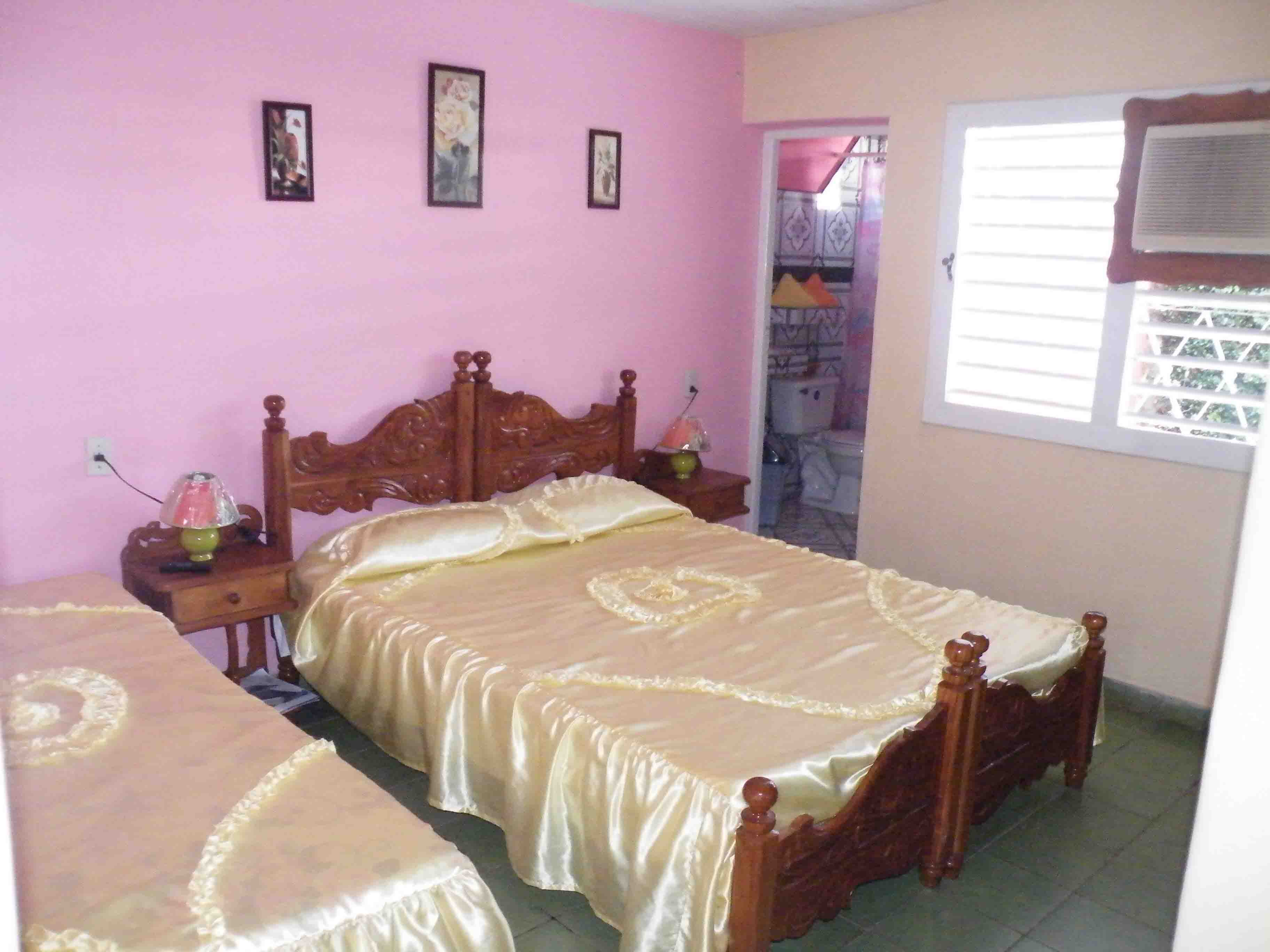 VIN002 - Room 2 Triple bedroom with private bathroom