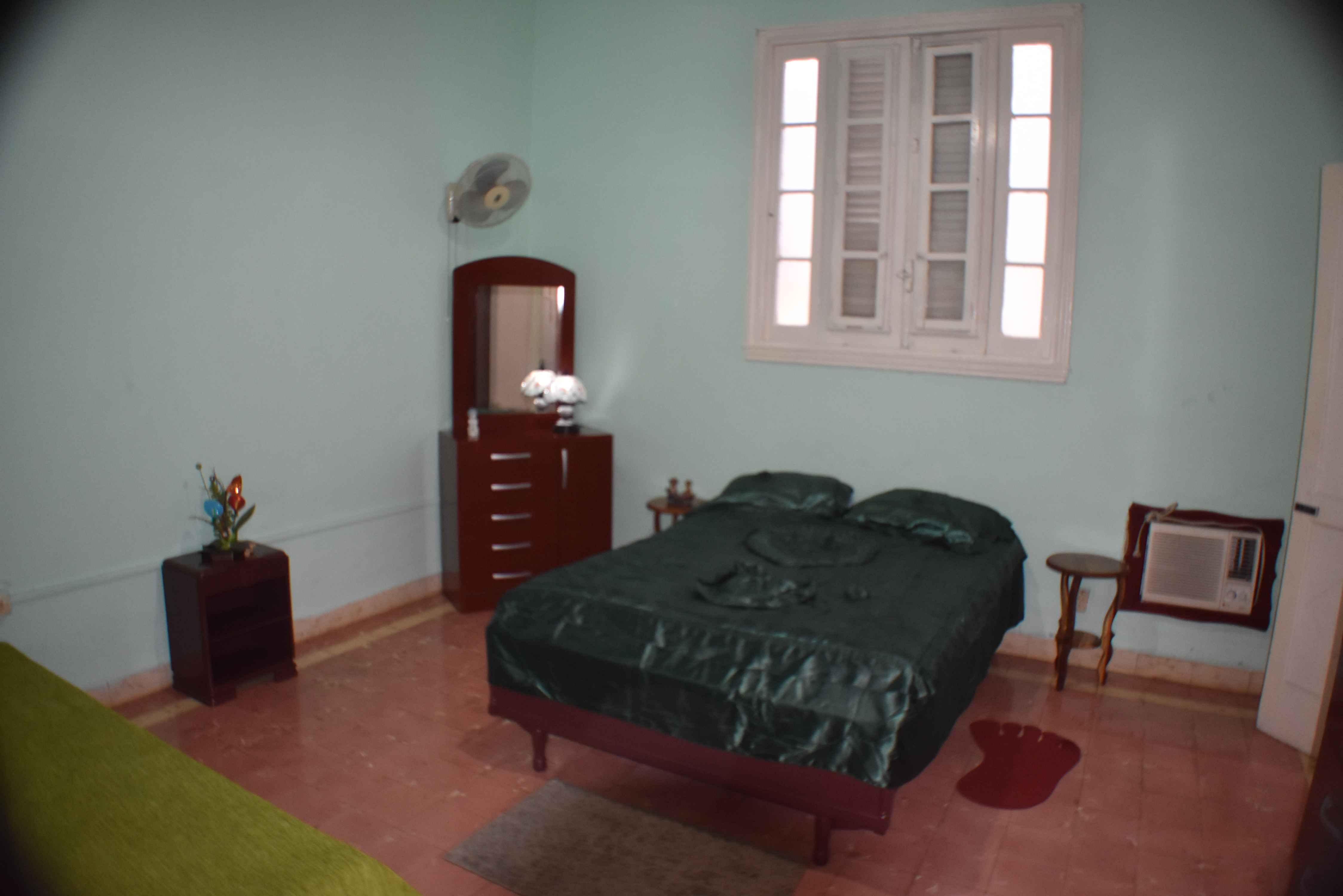 HAV313 - Room 2 Triple bedroom with private bathroom