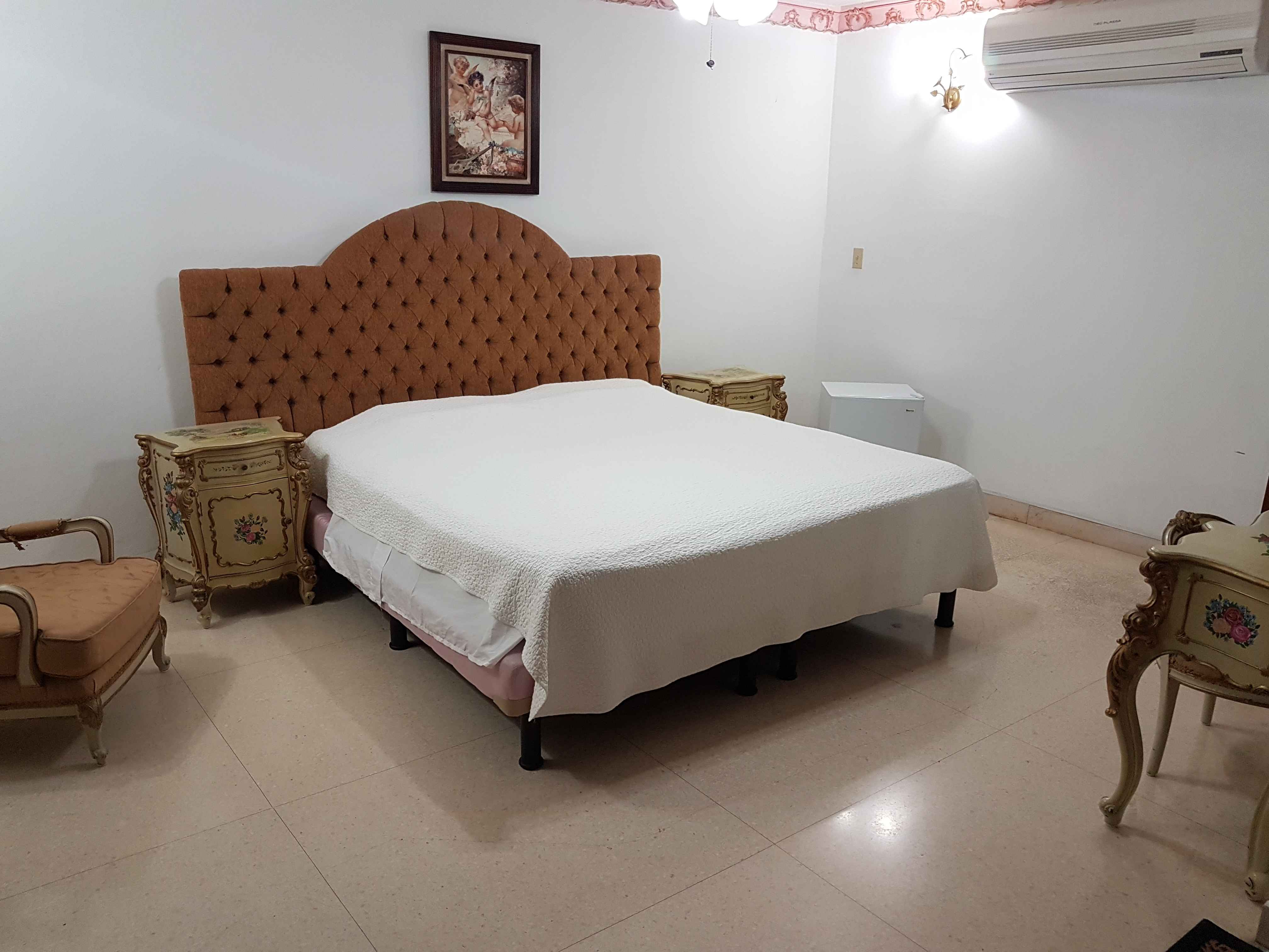 HAV408 – Room 1 Double room with private bathroom