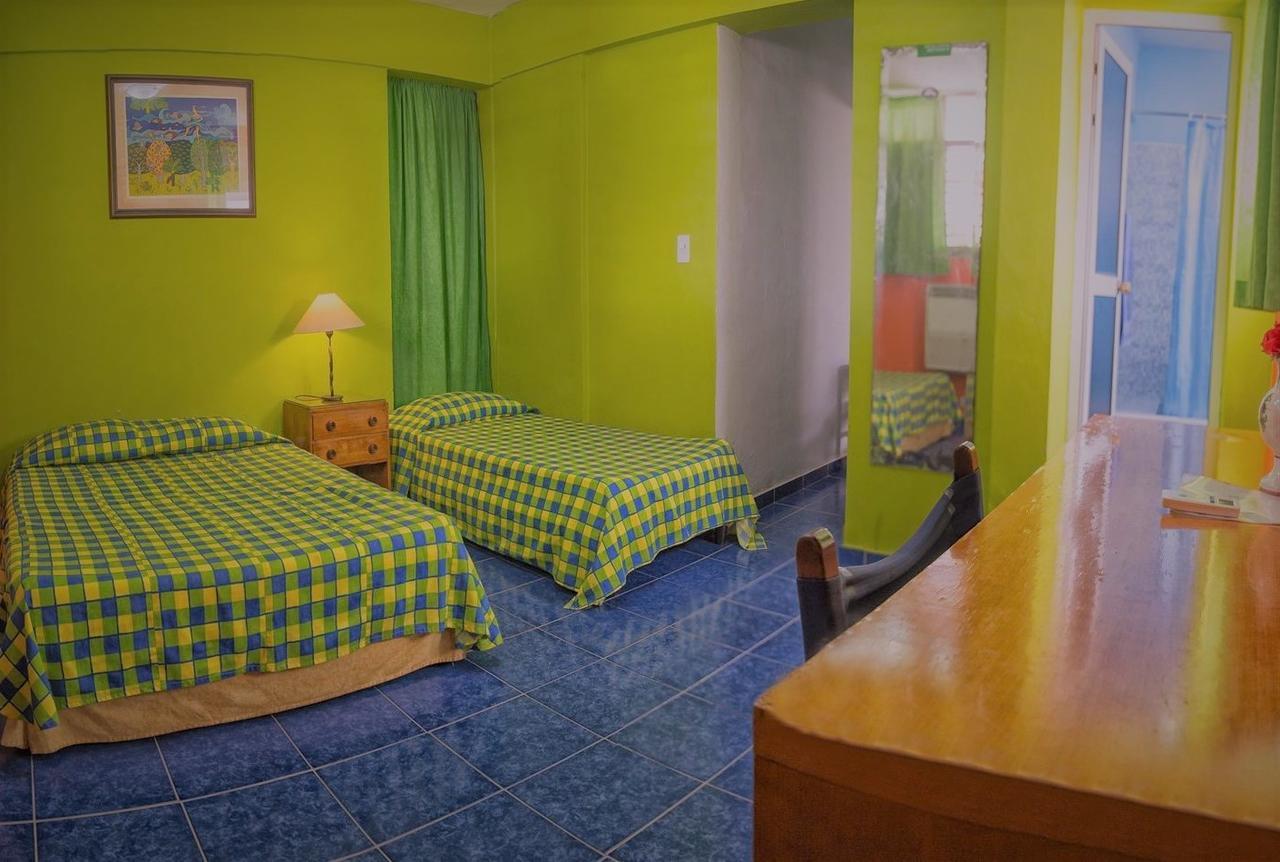 VAR007 - Room 1 -Triple bedroom with private bathroom