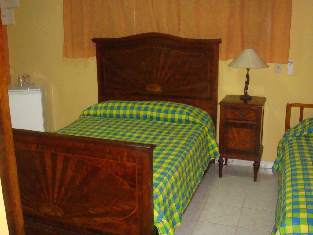 VAR007 - Room 2 -Triple bedroom with private bathroom