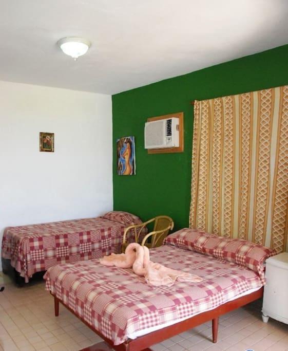 VAR032 - Room 2 Triple bedroom with private bathroom